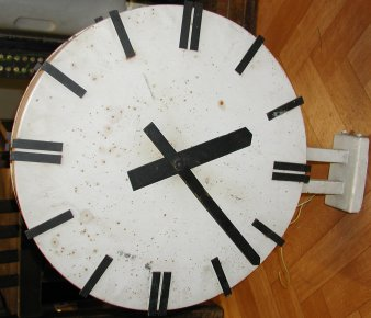 Fairly modern 1 minute double sided outdoor clock